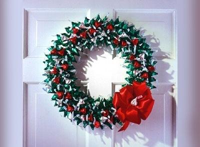 HERSHEY'S KISSES Chocolates Wreath: Christmas Wreaths, Christmas Countdown, Holidays Crafts, Hershey'S Kisses, Cute Ideas, Kiss Chocolates, Chocolates Wreaths, Hershey Kisses, Hostess Gifts