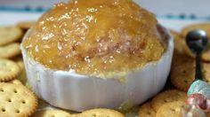 Jeannette Quiñones-Cantore Este delicioso aperitivo conocido como volcán, bola de fuego o cerebrito es perfecto para fiestas, cumpleaños  o reuniones familiares. Como notaste tiene varias formas de llamarse e incluso la forma de presentarlo, pero consta de 3 ingredientes principales como el queso crema, la mermelada de piña y la jamonilla.   A mí me gusta darle un pequeño giro usando un poco de yogurt o crema para suavizar la textura del queso.