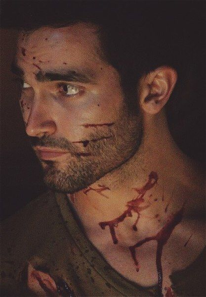 Teen Wolf * Derek Hale (Tyler Hoechlin) ~ Allowed himself to be a punching bag :(