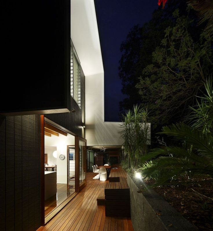 The Lockyer Residence by Shaun Lockyer Architects with Arkhefield Black n white