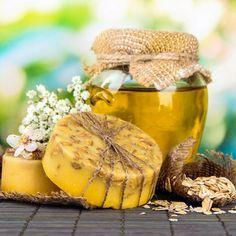DIY-Kosmetik-Rezept für selbst gemachte Honigseife mit Peeling-Effekt aus nur 4 Zutaten