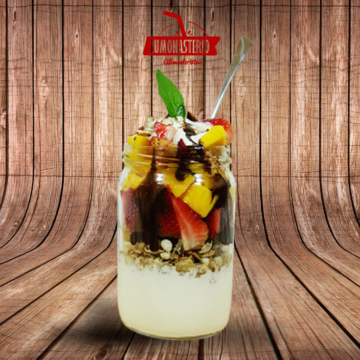 El Parfait, es un picado de fruta, granola, salsas y topping, que tiene como ingrediente principal el yogur Griego el cual es un alimento rico en proteína. #VidaSanaMedellin #MedellinSaludable  #FitnessMedellin #AlimentoVivo #FrutasFrescas #ProteinaMedellin