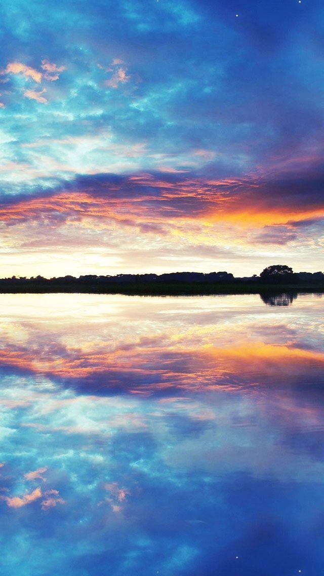 ウユニ塩湖の夕焼けはカラフルでこれまたうっとり。