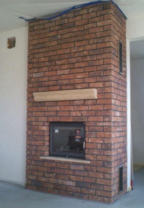 kominek rustykalny z ręcznie formowanej cegły