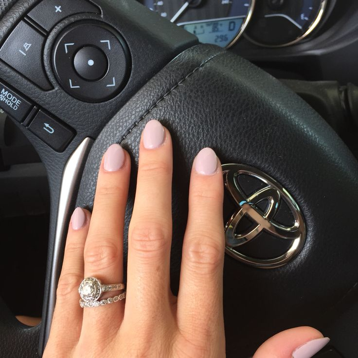 Short almond nails are the best!!! OPI - Steadyassherose