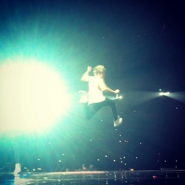 Last Horan jump on the TMH  north American tour>>> more like of his teenage life :*(<<< WHY WOULD YOU EVEN SAY THAT