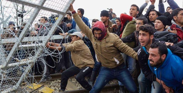« Les Européens et leurs élus doivent prendre conscience qu'il est temps de réfléchir à la gestion du grand flux migratoire en cours et à venir (…). La jungle de Calais (…) illustre ce qui attend les Européens (…) : l'immigration ne va pas cesser. Elle...