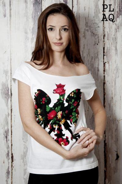 http://www.sklepludowy.pl/koszulki-i-bluzy motywami ludowymi i narodowymi. Wykonana z wysokiej jakości bawełny. Aplikacja ręcznie naszywana na materiał. Dbałość o najdrobniejsze szczegóły sprawi, że produkt spełni oczekiwania najbardziej wymagających Klientów. skład: bawełna wysoka jakość 100%, naszywka serce: poliester 100%