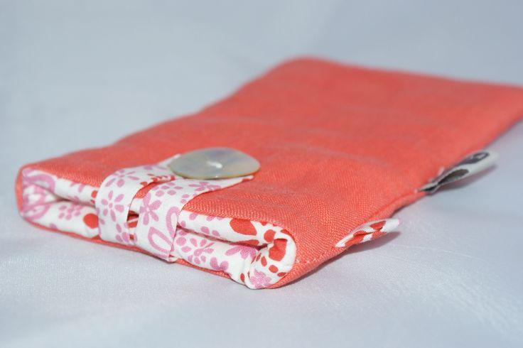 Etui téléphone Samsung Galaxy S4/S5 ou iPhone 6 en Lin corail et coton Bio : Etuis portables par kumoandfriends