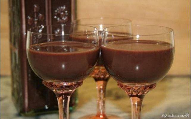 Egy finom Kávés csokilikőr ebédre vagy vacsorára? Kávés csokilikőr Receptek a Mindmegette.hu Recept gyűjteményében!
