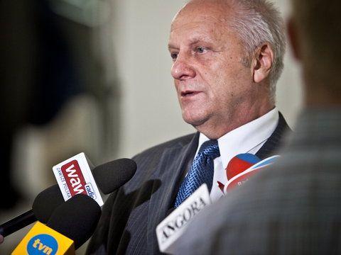 Jarosław Kaczyński został człowiekiem roku dorocznego Forum Ekonomicznego w Krynicy-Zdroju. - Jak może jakąkolwiek nagrodę dostać Kaczyński? Jedyna nagroda to chuligan roku, polityczny opryszek roku. ...