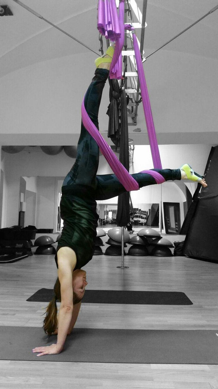 Handstand #yogagirl #yogafitness #yoga #yogalove #yogalive #myloveyoga #myyogalife #yogatime #yogatimes #yogafit #yogafitness #yogagirl #yogafit #yogagirl #yogaczech #loveyoga #mylife #myloveyoga #czechgirl #czechyogagirl #yogacz #balance #yogadaily #crazysexyyoga #yogacz #yogadaily #yogapractice #yogainspiration #yogaeveryday #yogini #yogapose #adhomukhavrksasana #handstand #airfly #airflyfitness #hammockyoga
