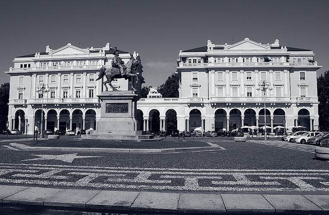 Classic Line #Bellitalia planters #Novara piazza dei martiri #Italy.