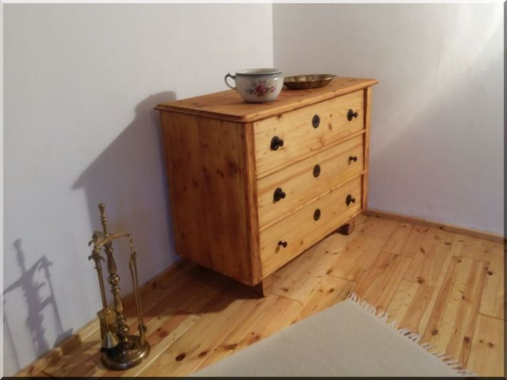Felújított fenyő bútor