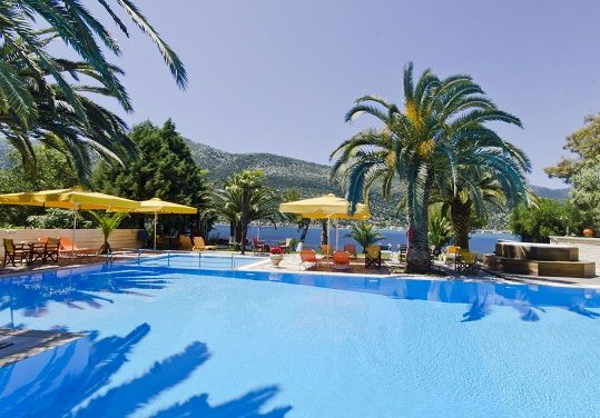 Cleopatra is located at Vlicho bay of Geni. It is consisted of decorated and luxurious rooms with magnificent view! Enjoy the hospitality and services! http://lefkadarooms.com/cleopatra-beach-hotel/