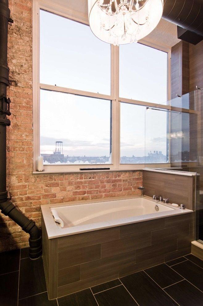 Это обновленный Loft Condo от Besch Design, расположенный в здании, которое когда-то служило National Biscuit Company. Лофт находится в  Чикаго. Он размещается на самом верхнем этаже, который является многоуровневым.