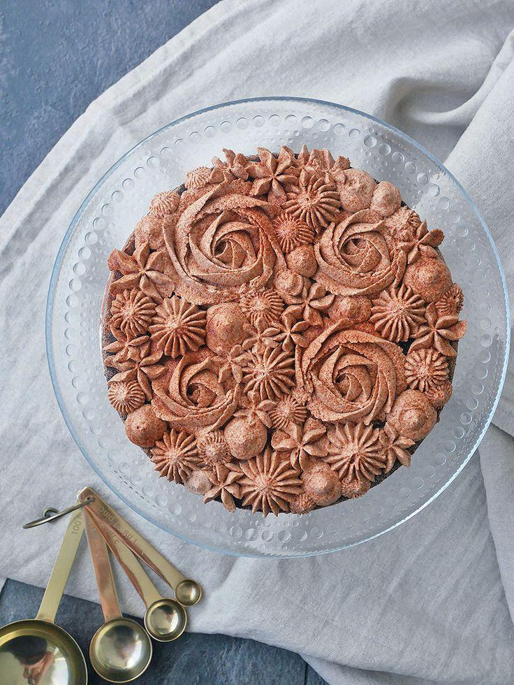 Kladdkaka med Oboygrädde. Chocolate mudcake with hot chocolate frosting.
