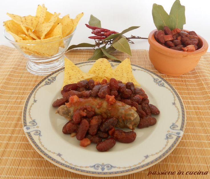 conoscete i fagioli alla texana? quelli che i cowboy mangiano nei film? http://blog.giallozafferano.it/cuinalory/salsiccia-e-fagioli-alla-texana/