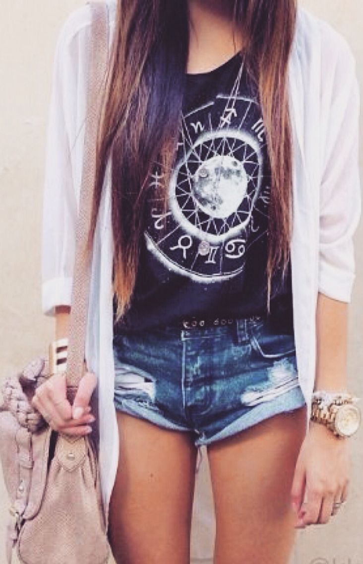 Summer Outfit - Graphic tee and shorts