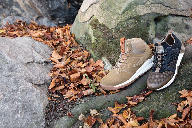 Fila affirme avec cette collection fall/winter16, sa nouvelle direction footwear, notamment avec la Striker et la Utah. Deux pieds qui tirent leur inspiration de l'héritage de Fila. La première, la Striker est inspirée du basketball, malgré une apparence de running casual, la référence à l'icône de la marque, la Cage 93, est évidente, ...