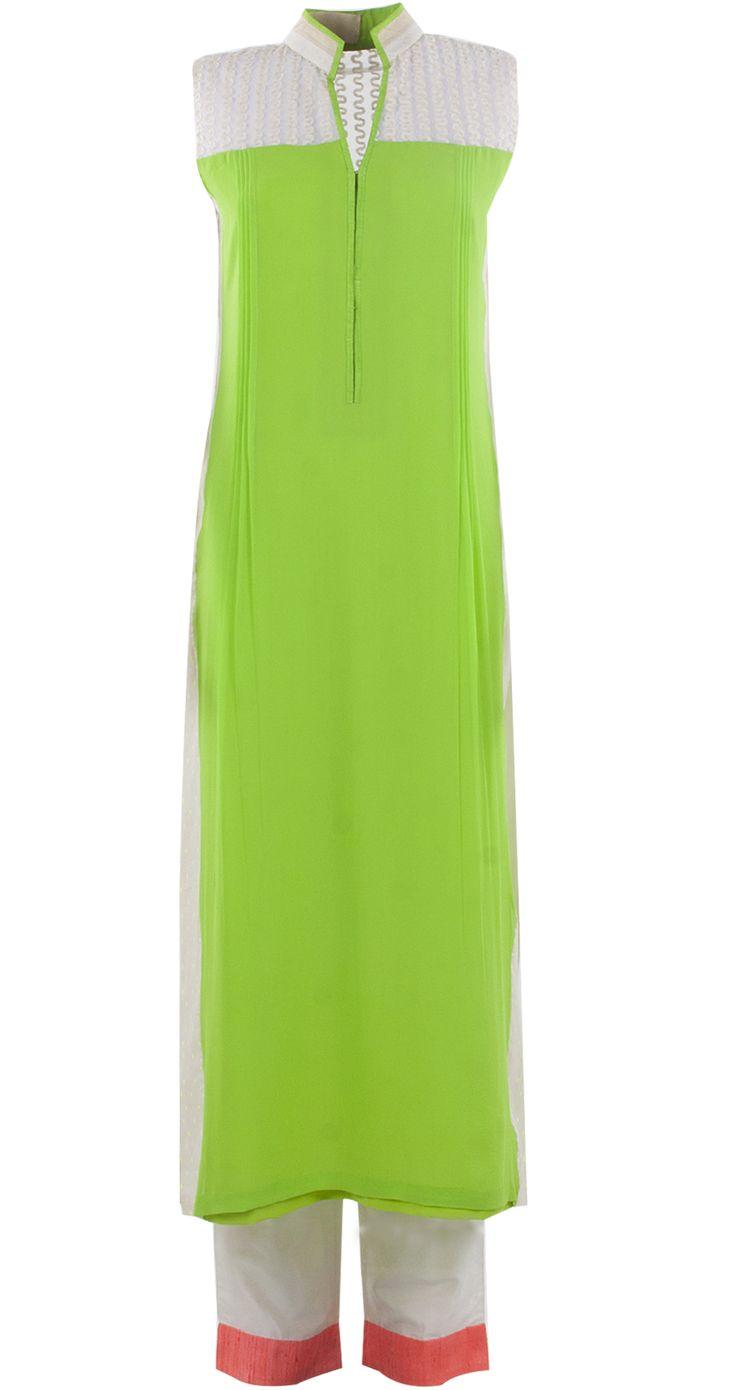 Green and ivory kurta set by MANISH MALHOTRA. Shop at https://www.perniaspopupshop.com/whats-new/manish-malhotra-5974