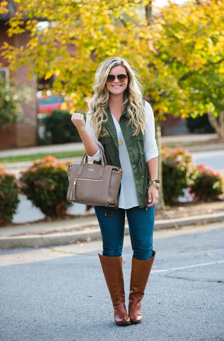Easy Thanksgiving Outfit, fall outfit inspiration, vest and tunic outfit from The Southern Style Guide