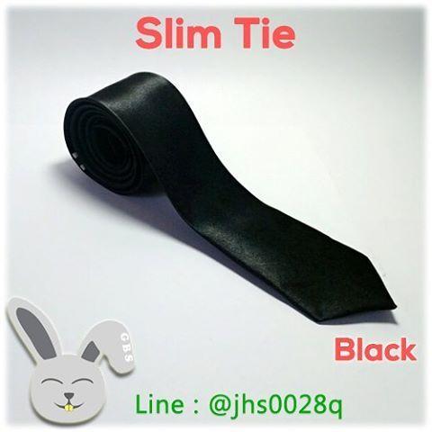 Slim Tie / Dasi Slim Warna Black. Model Dasi Slim Polos ini mempu membuat anda terlihat lebih modis disetiap acara.   https://www.instagram.com/p/BEgKm8qq3EK/?taken-by=gelvybunnyshop