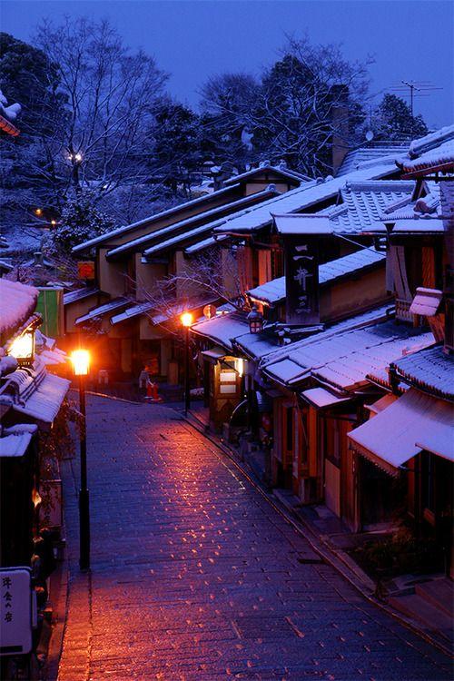 Japan - Ninenzaka in Higashiyama-ku without all the tourists