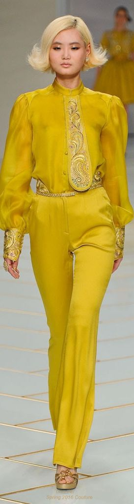 I lik eteh extravagance of teh deatils on this  chiffon skirt, Guo Pei spring 2016 Couture, Paris Fashion Week #yellow