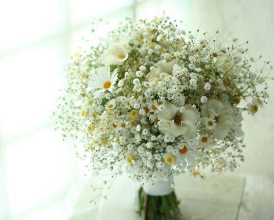 ブーケ ジャスマックスタジオ様へ かすみ草とマーガレットと天使のタマゴとマトリカリア : 一会 ウエディングの花