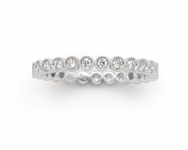18k white gold wedding band with 0.29TW genuine brilliant-cut Diamonds and millgrain edging