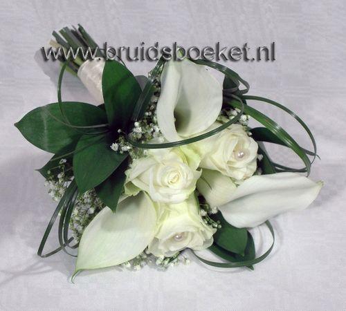 Bruidsmeisjes boeketje, heel lief en klein, prachtig te combineren met de bruid.
