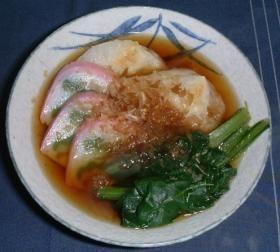 nagoya ozoni 名古屋のお雑煮 (mochi, kamaboko, greens)