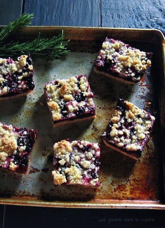 fresh blueberry crumb bars with lemon-rosemary crust | une gamine dans la cuisine