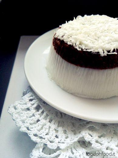Panna cotta al cocco e cioccolato è un dessert perfetto per gli amanti del cocco. Cremoso, delicato - questo dolce al cucchiaio è di facile esecuzione, semplice e veloce.