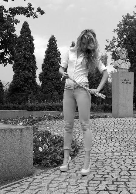 Peach heels. Mint pants. White shirt. Retro. elikshoe