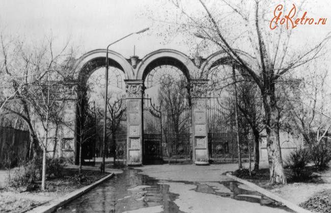 Саратов - Вход в городской парк со стороны ул.Чернышевского