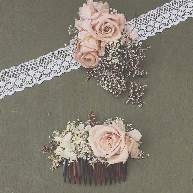 Corsage and comb for a very lovely bride  #folkydokey #driedflowers #driedflower #preservedflowers #corsage #weddinghair #wedding #countrywedding #rusticwedding #weddingflowers #bespoke #bridal #bridesmaid #hair #handmade