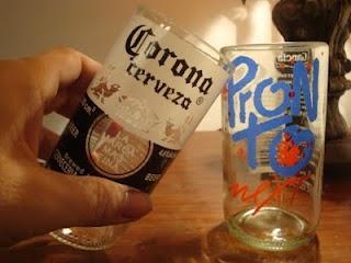 """LACA """"Lo Atamos Con Alambre""""  Vasos reciclados con botellas de cerveza"""