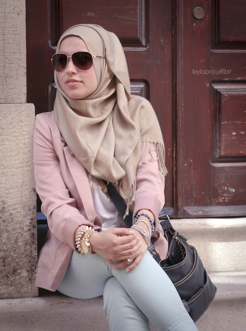 love the way she is wearing the scarf...