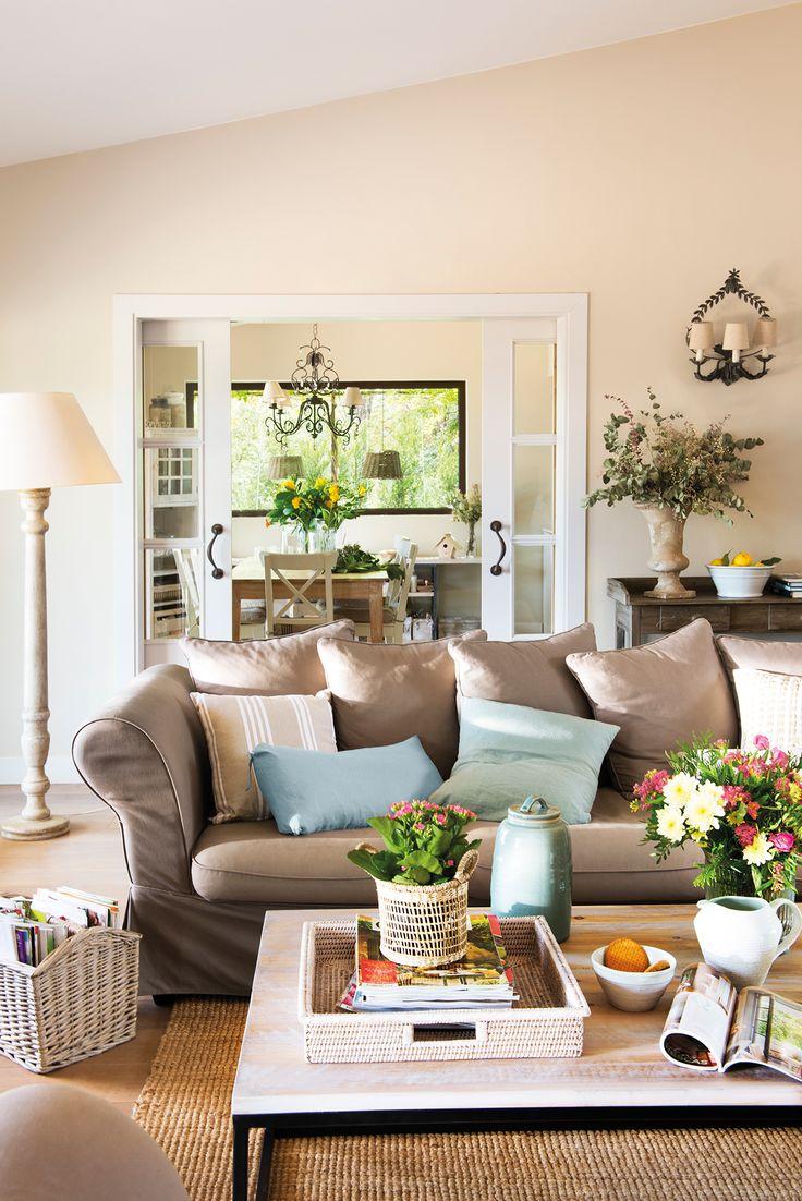 Escalera en finca cl sica con molduras 00458622 sof s - Sofas marrones decoracion ...