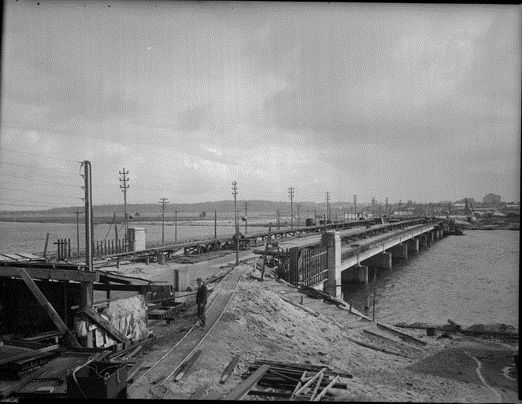 Causeway Bridge under construction, Perth, 1951