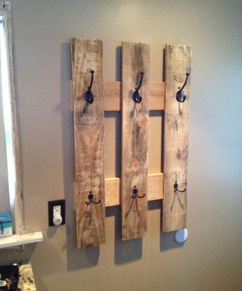 Pallet towel rack- cute idea for bathroom or mud room :)
