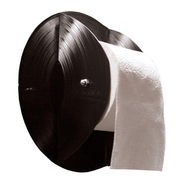WC-Rollenhalter aus Schallplatten    Die musikalischste aller Halterungen, zwei Schallplatten haben die Rolle fest im Griff und lassen sie gleichzeitig lässig abrollen. Nachschub einfach zwischen beide Seiten klemmen. HAUPTROLLE
