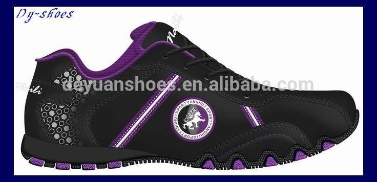 Zapatos para la escuela. Es negro.  Mi opinion es la ropa no es estar de moda.