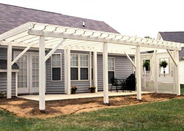 Hereu0027s A Large White Patio Trellis With A Lattice Privacy Wall.