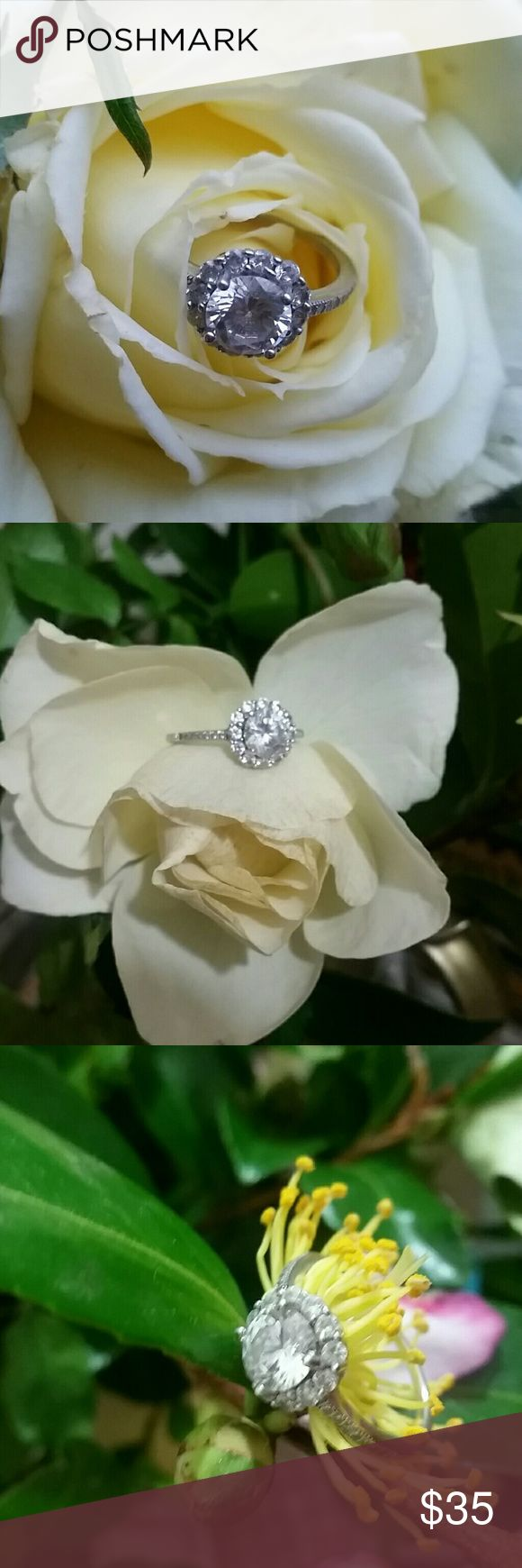 STERLING SILVER 3 KARAT CZ RING SIZE 7 Stunning, a sparkling cubic zirconia and sterling silver ring.  Looks like the real thing, and will bring you lots of compliments. Jewelry Rings