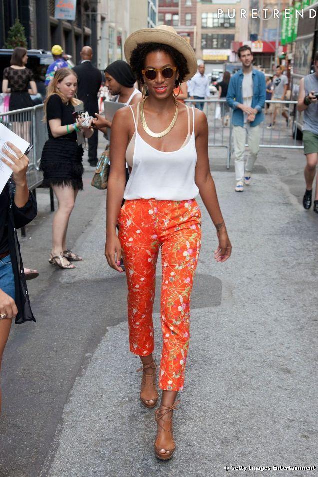 Branchée et pointue, Solange Knowles ose lorange sans fausse note.