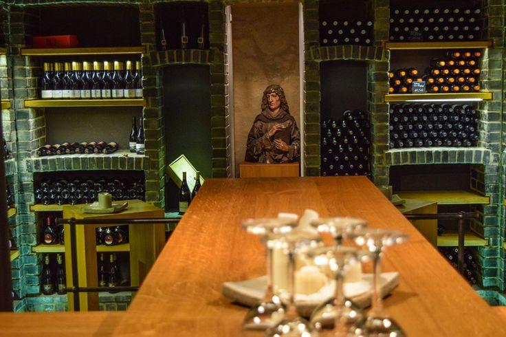 Ein Ort für Weinliebhaber: der Weinkeller im Schlosshotel Steinburg  ... #weinkeller #hotel