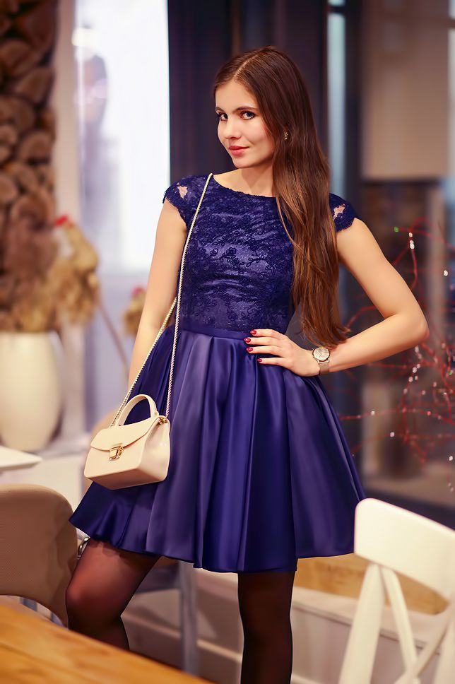 Granatowa Rozkloszowana Sukienka Bezowa Torebka I Rajstopy Ze Szwem Ari Maj Personal Blog By Ariadna Majewska Pretty Dresses Dresses Pantyhose Fashion